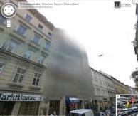Zamazany budynek w Google Street View